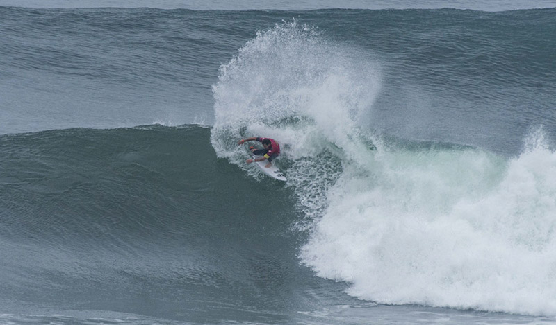 Australia's Hayden Blair advanced into next round with critical power surfing maneuvers. Photo: ISA/Michael Tweddle