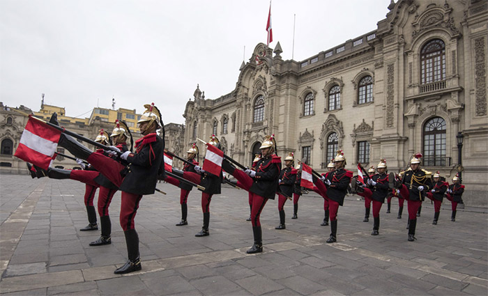 """All the National Delegations were invited to visit Peru's Presidential Palace to witness the """"Changing of the Guard."""" Photo: ISA/Michael Tweddle"""