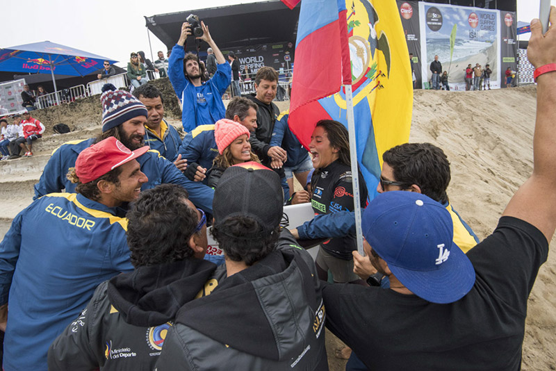 Team Ecuador cheering on their last surfer in the contest, Dominic Barona, who advanced to the Women's Main Event Final. Photo: ISA/Michael Tweddle.
